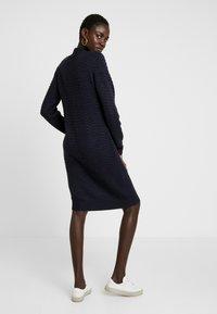YAS Tall - YASBRENTRICE DRESS - Gebreide jurk - navy blazer - 3