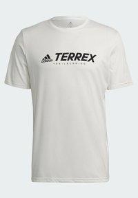 adidas Performance - TERREX PRIMEBLUE TRAIL FUNCTIONAL LOGO T-SHIRT - Printtipaita - white - 7