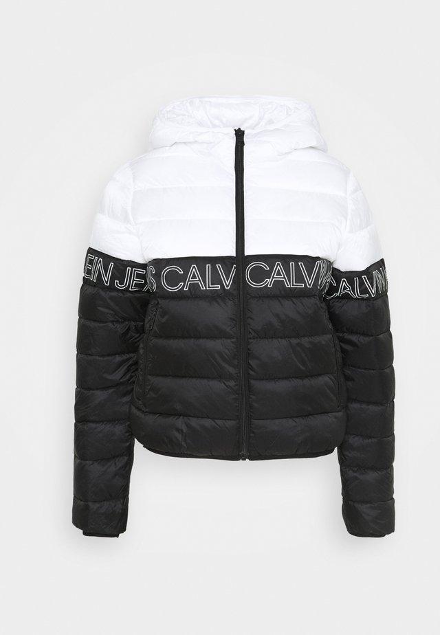 OUTLINE LOGO HOODED PUFFER - Light jacket - black/bright white