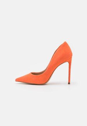 VALA - Høye hæler - orange