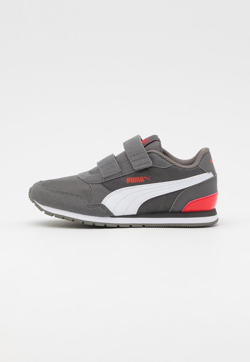 Puma - ST RUNNER V2 - Trainers - castlerock/white/poppy red