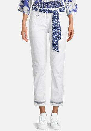 BETTY BARCLAY  - Straight leg jeans - weiß