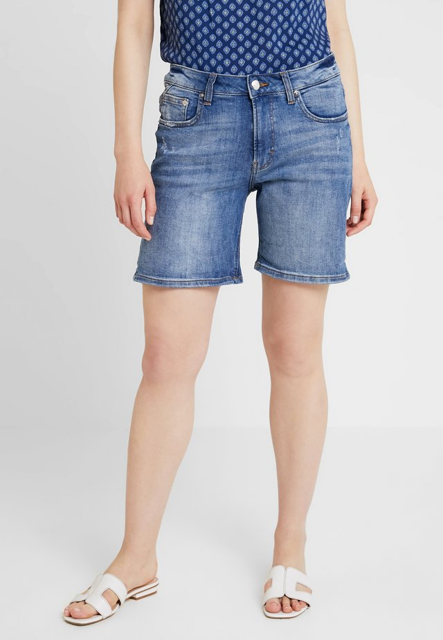 KURZ - Shorts di jeans - light-blue denim