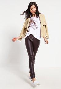 Cream - BELUS KATY - Leggings - Trousers - hot java - 1