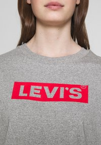 Levi's® - GRAPHIC BOXY TEE - T-shirts med print - mottled light grey - 4