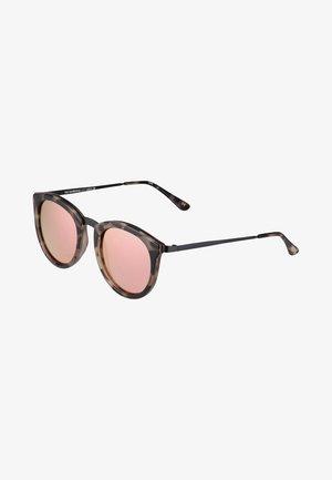 NO SMIRKING  - Sunglasses - coral