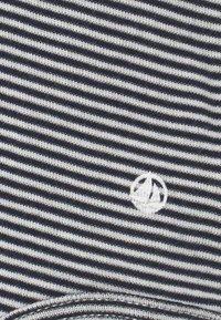 Petit Bateau - CLAUDINES - Print T-shirt - smoking/marshmallow - 2