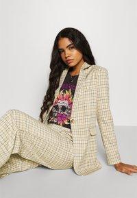 Fashion Union - Krátký kabát - beige - 3
