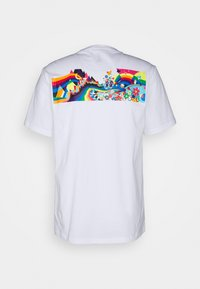 Converse - PRIDE TEE UNISEX - Camiseta estampada - white - 1