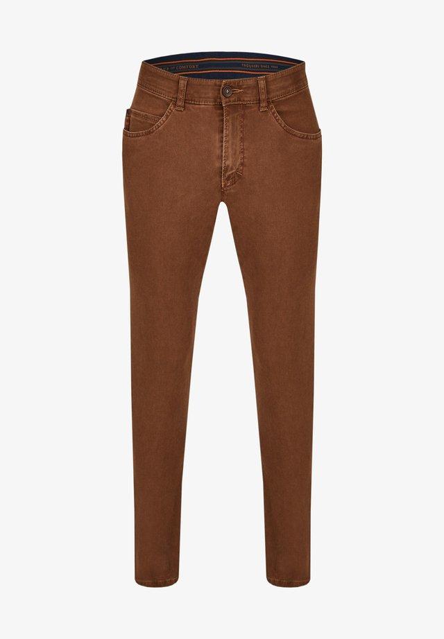 MIT GEKNÖPFTER GESÄSSTASCHE - Slim fit jeans - hellbraun