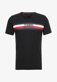 Tommy Hilfiger - LOGO TEE - T-shirt z nadrukiem - black - 4