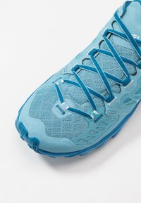 La Sportiva - HELIOS III WOMAN - Zapatillas de trail running - pacific blue/neptune - 5