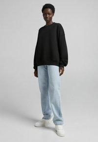 Bershka - OVERSIZE  - Sweatshirt - black - 1