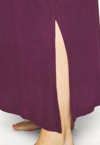 Evans - PURPLE V-NECK VISCOSE LONG NIGHTDRESS - Noční košile - purple - 4