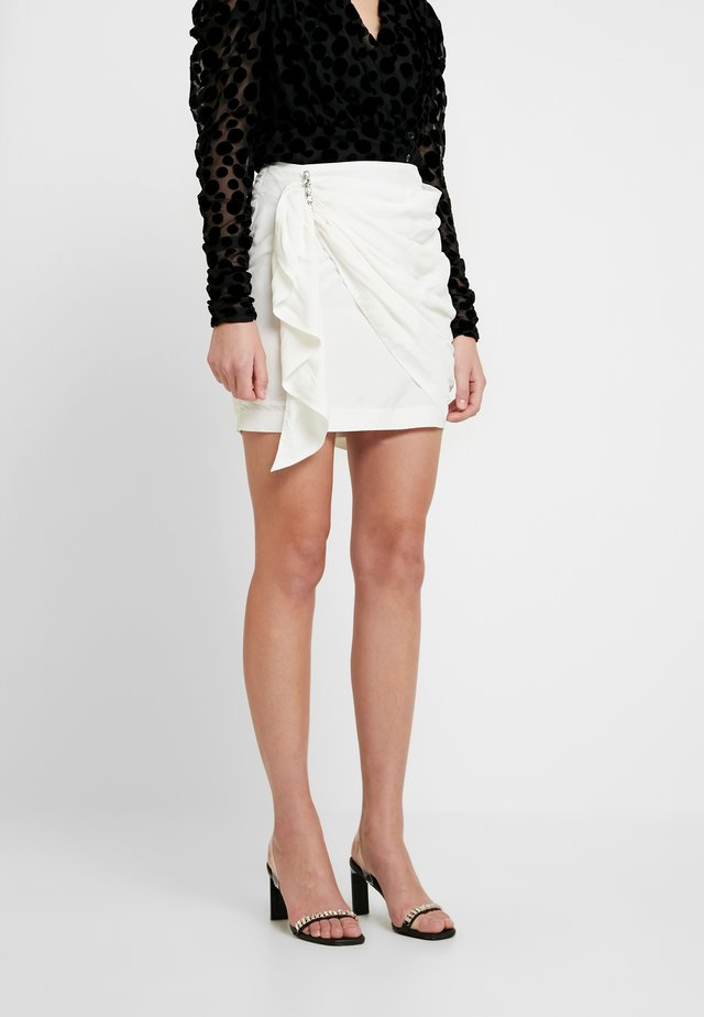 JAZZLYN SKIRT - Minifalda - white moire