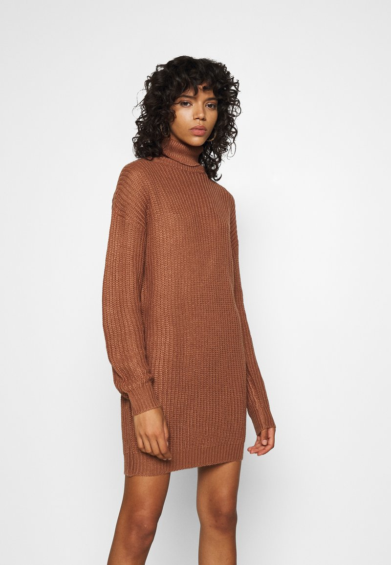 Missguided - ROLL NECK BASIC DRESS - Pletené šaty - mocha