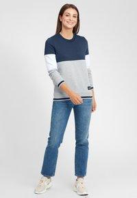 Oxmo - OMAYA - Sweatshirt - insignia blue - 1