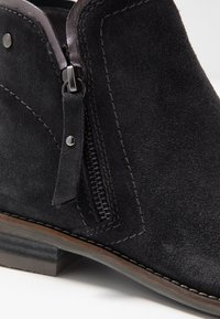 Be Natural - WOMS BOOTS - Botines bajos - navy - 2