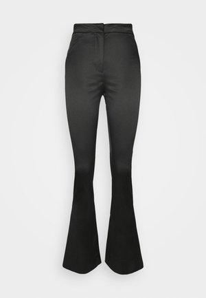 ALECIO FLARE TROUSER - Pantalones - black
