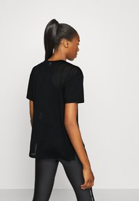 Under Armour - SPORT GRAPHIC - Print T-shirt - black - 2
