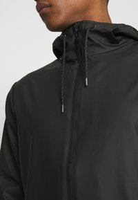 Rains - STORM BREAKER UNISEX - Vodotěsná bunda - black - 4