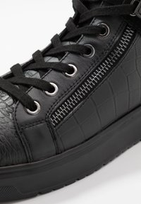Kurt Geiger London - JACOBS TOP STUD - Sneakersy wysokie - black - 5