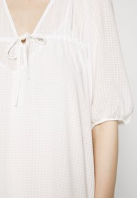 Second Female - TARA DRESS - Denní šaty - bright white - 5
