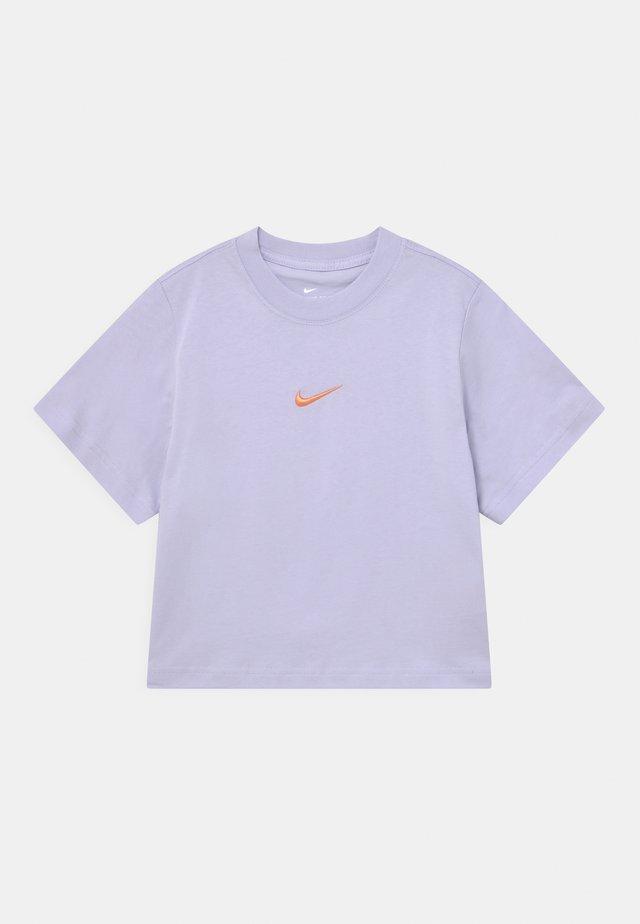BOXY - T-shirt basic - purple chalk
