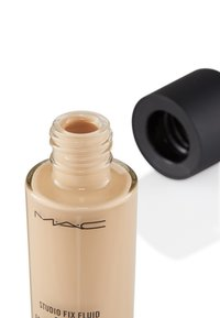 MAC - STUDIO FIX FLUID SPF15 FOUNDATION - Foundation - nc 15