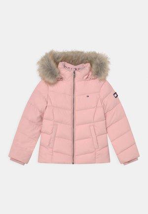 ESSENTIAL - Bunda zprachového peří - delicate pink