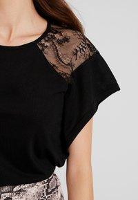 Vero Moda - VMKASANDRA  - T-shirt imprimé - black - 4