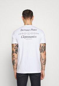 Cleptomanicx - INCREASE PEACE - Print T-shirt - white - 2
