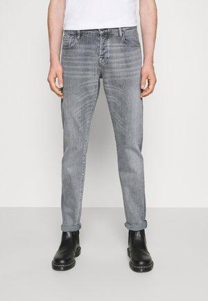CLOCK ON LIGHT - Jeans slim fit - grey denim