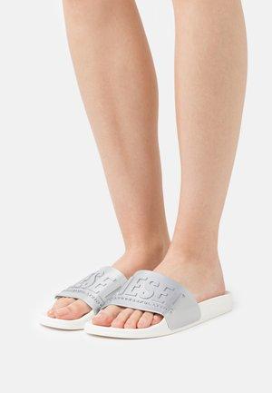SA-MAYEMI W - Pantofle - silver