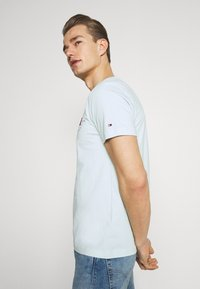 Tommy Hilfiger - CIRCLE CHEST TEE - T-shirt con stampa - oxygen - 3