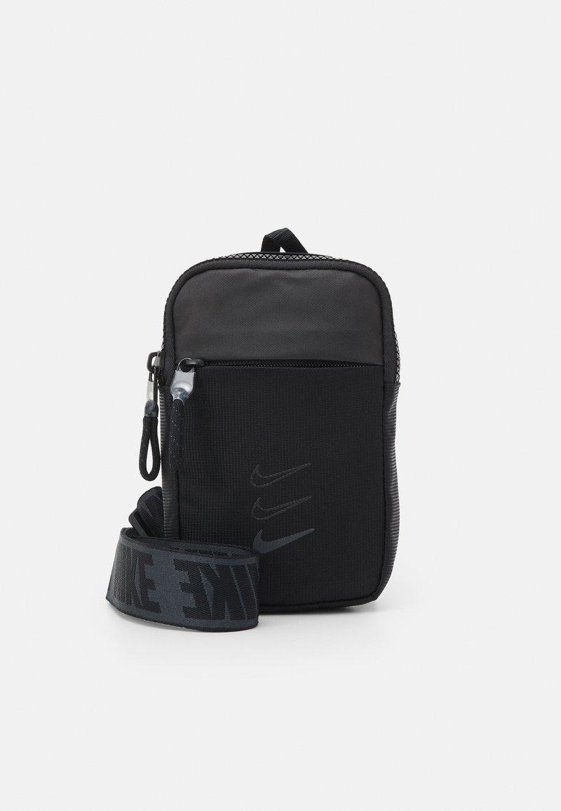 Nike Sportswear - Sac bandoulière - black/smoke grey