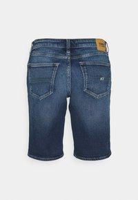 Tommy Jeans - MID RISE BERMUDA SAE - Denim shorts - blue denim - 6