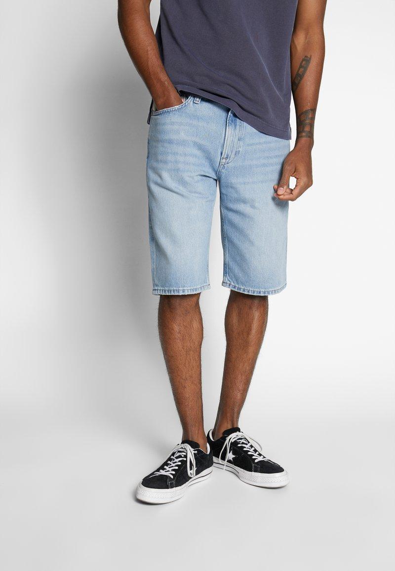 Tommy Jeans - REY - Denim shorts - light-blue denim