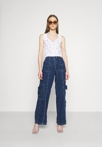 BDG Urban Outfitters - LOW RISE CARGO - Jeansy Straight Leg - blue - 1