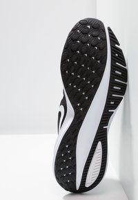 Nike Performance - AIR ZOOM VOMERO 14 - Neutral running shoes - black/white/thunder grey - 4