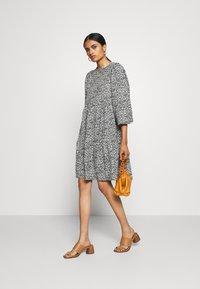 ONLY - ONLZILLE SHORT DRESS - Vestito di maglina - night sky - 1