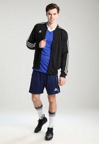 adidas Performance - CORE ELEVEN PRIMEGREEN FOOTBALL 1/4 SHORTS - Krótkie spodenki sportowe - dark blue/white - 1