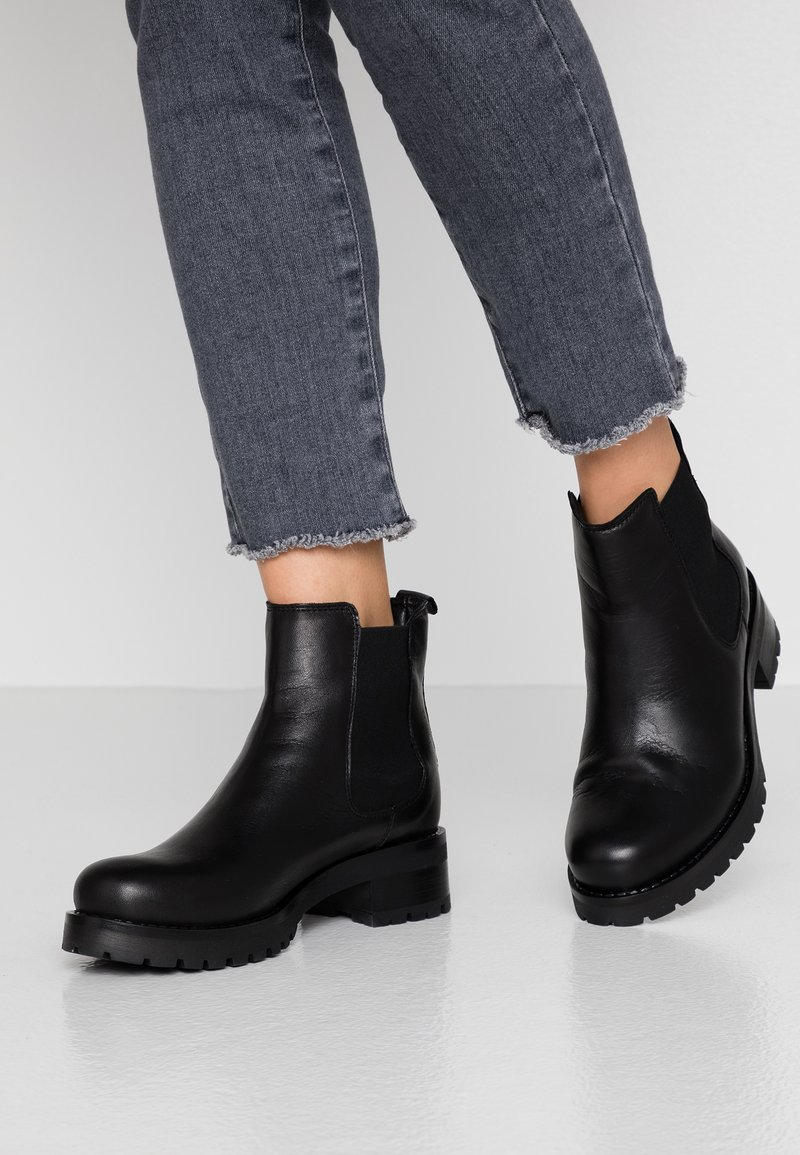 Bianco - BIACORAL CHELSEA - Winter boots - black