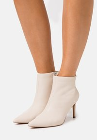 NA-KD - POINTY STILETTO  - Ankle boots - nude - 0