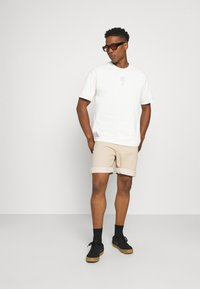 Nike Sportswear - TEE WELLNESS - Print T-shirt - pure - 1