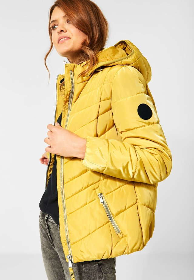 GESTEPPTE - Winter jacket - gelb