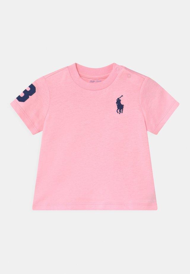 T-Shirt print - carmel pink