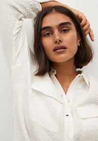 Violeta by Mango - SOBRE - Button-down blouse - weiß - 3