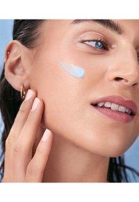 Nivea - HYDRA SKIN EFFECT DAY AND NIGHT CARE SET - Skincare set - - - 3