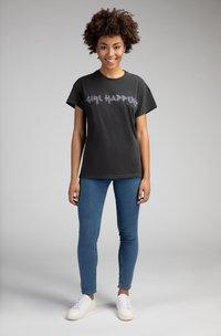 Girl Happens - Print T-shirt - schwarz - 1